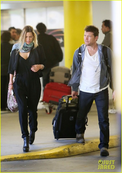 sam-worthington-spotted-with-new-girlfriend-sophie-monk-02.jpg