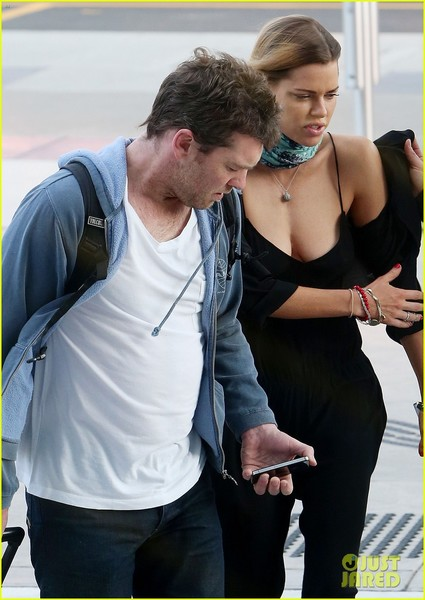 sam-worthington-spotted-with-new-girlfriend-sophie-monk-04.jpg