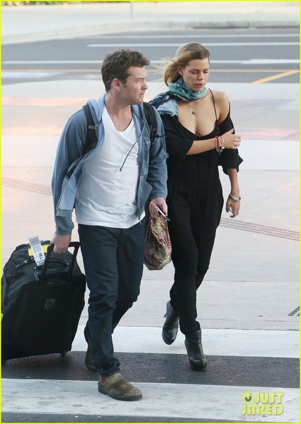 sam-worthington-spotted-with-new-girlfriend-sophie-monk-08.jpg